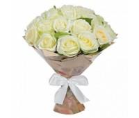 25 белых крымских роз