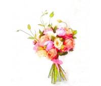 Букет с пионами и пионовидными розами