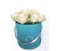 Белые розы в шляпной коробке (15 - 51 шт)