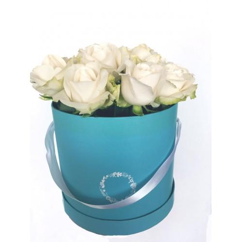 Белые импортные розы в шляпной коробке (15 - 51 шт)