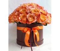Оранжевые пионовидные розы в круглой коробке (11-51)