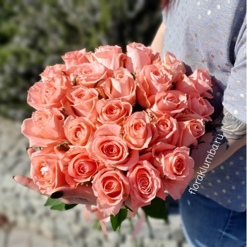 25 крымских розовых роз