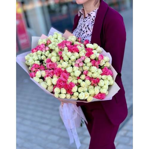 Букет из 51 белой и розовой кустовой розы (от 7 до 101 шт)