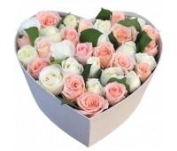 Сердце из белых и розовых роз  (25, 35, 51, 101)