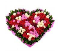 Сердце из 101 разноцветной розы
